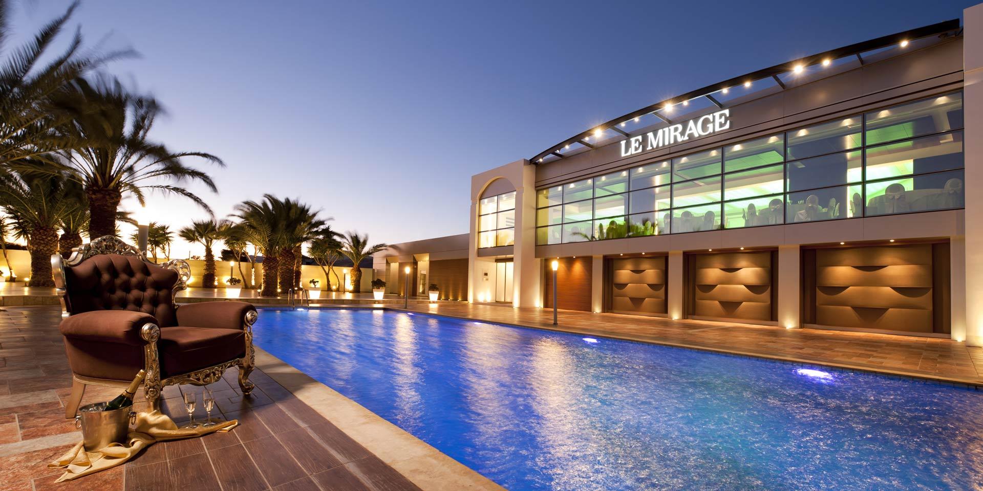 Αίθουσα εκδηλώσεων με πισίνα le mirage στα Μέγαρα Αττικής